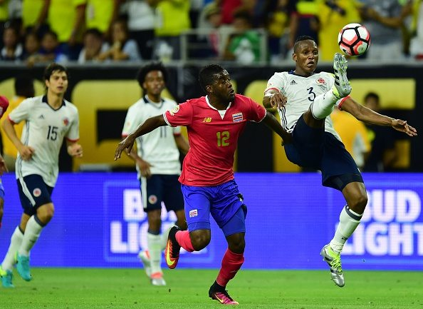 Colombia's Yerry Mina (R) and Costa Rica's Joel Campbell vie for the ball during their Copa America Centenario football tournament match in Houston, Texas, United States, on June 11, 2016. / AFP / ALFREDO ESTRELLA (Photo credit should read ALFREDO ESTRELLA/AFP/Getty Images)