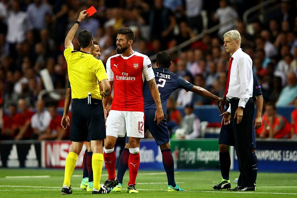 PARIS, FRANCE - SEPTEMBER 13: Olivier Giroud of Arsenal is shown a red card during the UEFA Champions League Group A match between Paris Saint-Germain and Arsenal FC at Parc des Princes on September 13, 2016 in Paris, France. (Photo by Julian Finney/Getty Images)