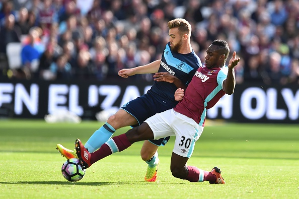Chambers (L) did well to stay alert when West Ham's attacking pressure continued to rise, making important interventions with Boro otherwise struggling at times. (Photo source: Glyn Kirk / Getty Images)
