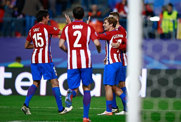 MADRID, SPAIN - NOVEMBER 01: Antoine Griezmann of Atletico Madrid (R) celebrates scoring his sides first goal with his Atletico Madrid team mates during the UEFA Champions League Group D match between Club Atletico de Madrid and FC Rostov at Vincente Calderon on November 1, 2016 in Madrid, Spain. (Photo by Gonzalo Arroyo Moreno/Getty Images)