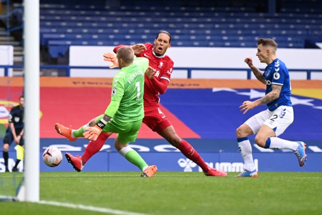 LIVERPOOL, ENGLAND - OCTOBER 17: Virgil van Dijk of Liverpool is tackled by Jordan Pickford of Everton which led to Virgil van Dijk being substituted for an injury during the Premier League match between Everton and Liverpool at Goodison Park on October 17, 2020 in Liverpool, England. Sporting stadiums around the UK remain under strict restrictions due to the Coronavirus Pandemic as Government social distancing laws prohibit fans inside venues resulting in games being played behind closed doors. (Photo by Laurence Griffiths/Getty Images)