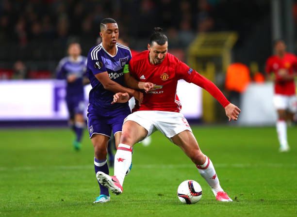 BRUSSELS, BELGIUM - APRIL 13: Zlatan Ibrahimovic of Manchester United holds off Youri Tielemans of RSC Anderlecht uring the UEFA Europa League quarter final first leg match between RSC Anderlecht and Manchester United at Constant Vanden Stock Stadium on April 13, 2017 in Brussels, Belgium. (Photo by Clive Rose/Getty Images)