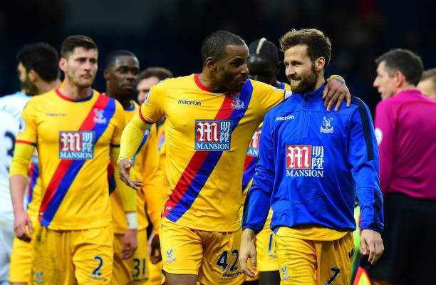 WEST BROMWICH, ENGLAND - MARCH 04: Jason Puncheon of Crystal Palace (C) and Yohan Cabaye of Crystal Palace (R) speak after the Premier League match between West Bromwich Albion and Crystal Palace at The Hawthorns on March 4, 2017 in West Bromwich, England. (Photo by Tony Marshall/Getty Images)