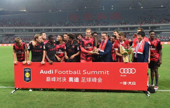 Cech lifts trophy