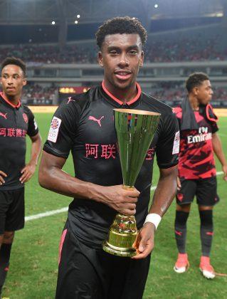 Iwobi hold trophy
