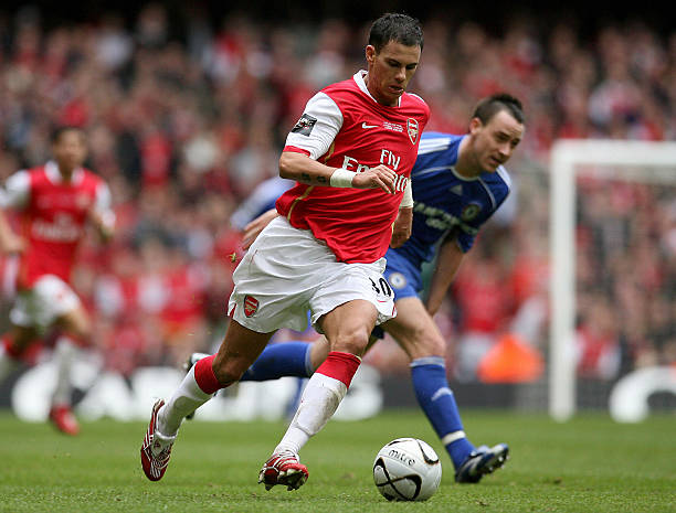 Cardiff, UNITED KINGDOM: Arsenal's French defender Jeremie Aliadiere pulls away from Chelsea's English defender John Terry during the English League Cup Final football match at The Millennium Stadium, Cardiff, Wales, 25 February 2007. (PAUL ELLIS/AFP/Getty Images)