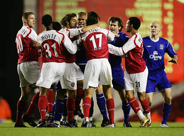 LONDON - NOVEMBER 9: Tempers flare bewteen Arsenal and Everton players during the Carling Cup Fourth Round match between Arsenal and Everton at Highbury on November 9, 2004 in London. (Photo by Ben Radford/Getty Images)