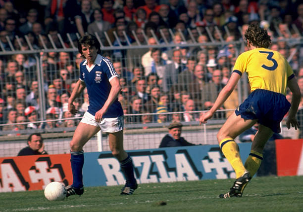 6 May 1978: Paul Mariner of Ipswich Town is watched by Sammy Nelson of Arsenal during the FA Cup Final at Wembley in London. Ipswich won 1-0. Mandatory Credit: AllsportUK /Allsport