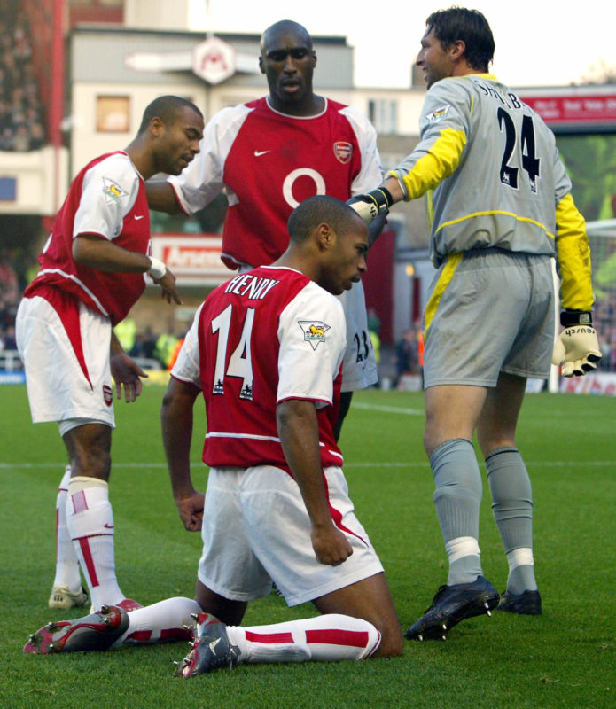 LONDON, UNITED KINGDOM: Arsenal's Thierry Henry (C) is congratulated by team mates from left Ashley Cole, Sol Campbell and Rami Shaaban after scoring against Tottenham during a premier league match at Highbury Stadium in north London, 16 November 2002. AFP PHOTO/ODD ANDERSEN - - ONLINE INTERNET USE SUBJECT TO FAPL LICENSE - - (Photo credit should read Odd Andersen/AFP/Getty Images)