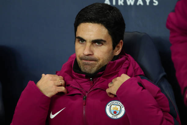 MANCHESTER, ENGLAND - NOVEMBER 29: Mikel Arteta, Manchester City coach looks on prior to the Premier League match between Manchester City and Southampton at Etihad Stadium on November 29, 2017 in Manchester, England. (Photo by Clive Brunskill/Getty Images)