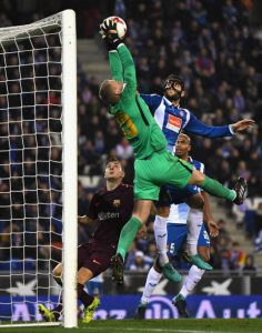 BARCELONA, SPAIN - JANUARY 17: Jasper Cillessen of Barcelona catches the ball under pressure from David Lopez of Espanyol during the Spanish Copa del Rey Quarter Final First Leg match between Espanyol and Barcelona at Nuevo Estadio de Cornella-El Prat on January 17, 2018 in Barcelona, Spain. (Photo by David Ramos/Getty Images)