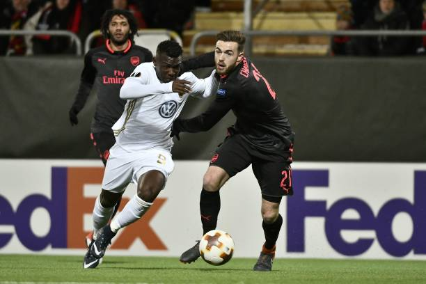 Ostersund's Salisu Abdullahi Gero (L) and Arsenal's Calum Chambers vie for the ball during the UEFA Europa League round of 32, first leg football match of Ostersund FK vs Arsenal FC on February 15, 2018 in Ostersund, Sweden. / AFP PHOTO / TT NEWS AGENCY / Robert HENRIKSSON / Sweden OUT