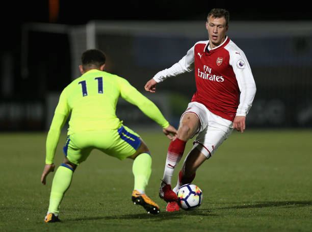 BOREHAMWOOD, ENGLAND - DECEMBER 15: Krystian Bielik of Arsenal attempts to get past Mason Bennett of Derby during the Premier League 2 match between Arsenal and Derby County at Meadow Park on December 15, 2017 in Borehamwood, England. (Photo by James Chance/Getty Images)