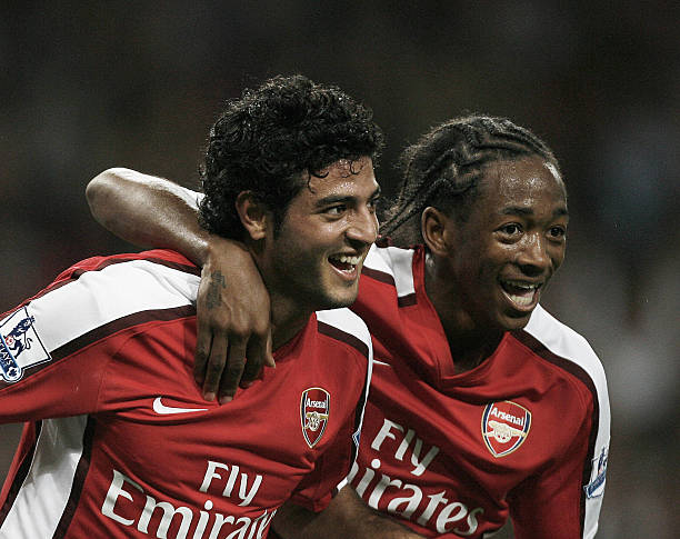 Arsenal's Mexican striker Carlos Vela (L) celebrates scoring the second goal with teammate Sanchez Watt (R) during their Carling Cup 3rd round match against West Bromwich Albion at the Emirates, London, on September 22, 2009. AFP PHOTO/GLYN KIRK
