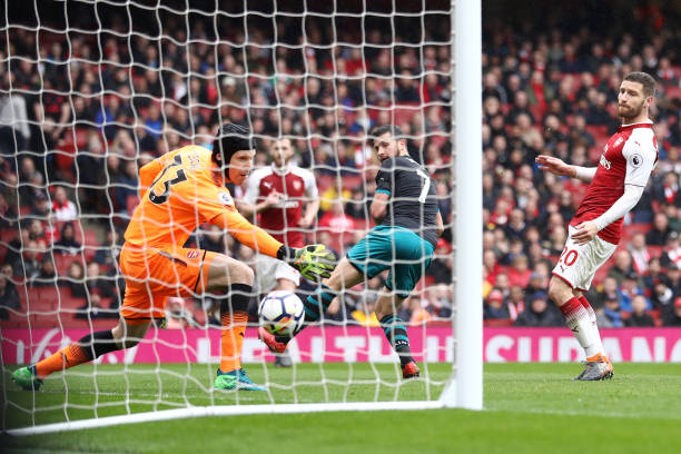 LONDON, ENGLAND - APRIL 08: Shane Long of Southampton scores his sides first goal during the Premier League match between Arsenal and Southampton at Emirates Stadium on April 8, 2018 in London, England. (Photo by Bryn Lennon/Getty Images)