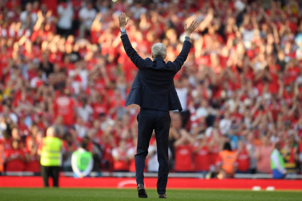 LONDON, ENGLAND - MAY 06: Arsenal manager Arsene Wenger says goodbye to the Arsenal fans after 22 years at the helm at the end of the Premier League match between Arsenal and Burnley at Emirates Stadium on May 6, 2018 in London, England. (Photo by Mike Hewitt/Getty Images)