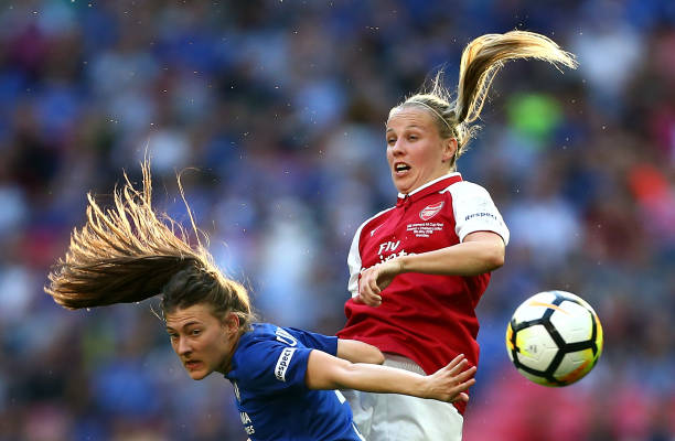 LONDON, ENGLAND - MAY 05: Hannah Blundell of Chelsea and Beth Mead of Arsenal battle for an aerial ball during the SSE Women's FA Cup Final match between Arsenal Women and Chelsea Ladies at Wembley Stadium on May 5, 2018 in London, England. (Photo by Jordan Mansfield/Getty Images)
