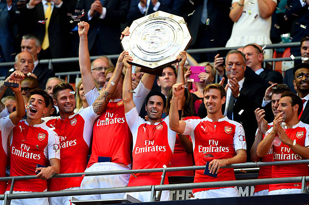 LONDON, ENGLAND - AUGUST 02: Captain Mikel Arteta of Arsenal lifts the trophy after their 1-0 win in the FA Community Shield match between Chelsea and Arsenal at Wembley Stadium on August 2, 2015 in London, England. (Photo by Mike Hewitt/Getty Images)