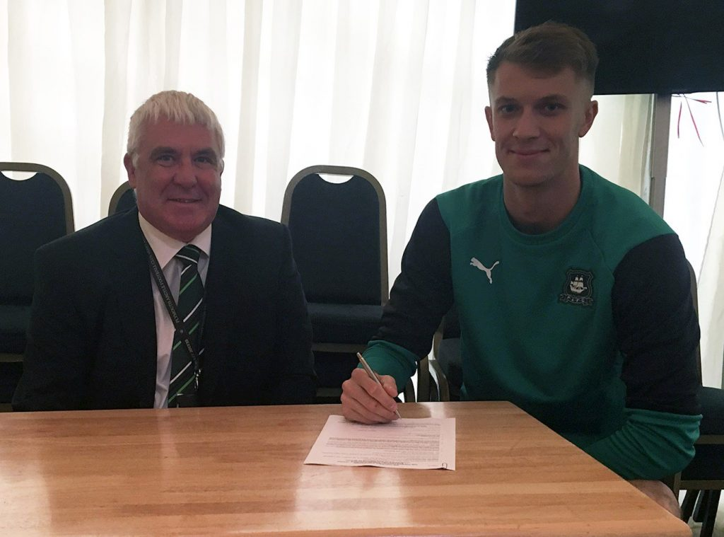 Matt Macey signing with Plymouth at the start of the season (Photo via PAFC.co.uk)