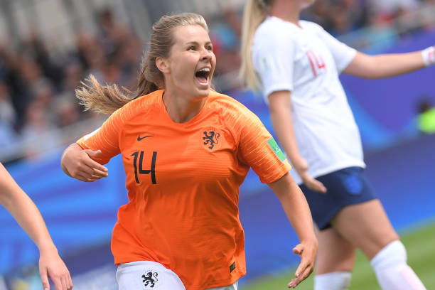 Netherlands' midfielder Victoria Pelova (c) celebrates after scoring a goal during the Women's World Cup U20 quarter final football match between England and Netherlands on August 17, 2018, at the La Rabine Stadium in Vannes, western France. (Photo by LOIC VENANCE / AFP)