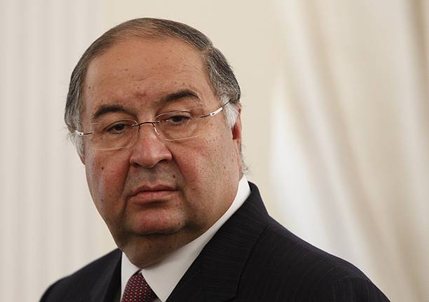 Uzbek-born Russian businessman Alisher Usmanov attends a meeting between Russian President Vladimir Putin and Crown Prince of Abu Dhabi Sheikh Abdullah bin Zayed al-Nahayan during their meeting at the Novo-Ogaryovo state residence outside Moscow September 12, 2013. AFP PHOTO / POOL / MAXIM SHEMETOV