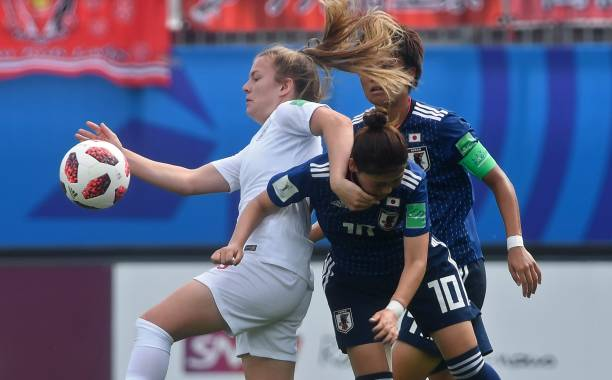 England's midfielder Lauren Hemp (L) vies with Japan's midfielder Fuka Nagano (10) during the Women's U20 World Cup semi-final football match between England and Japan in La Rabine stadium in Vannes, western France on August 20, 2018. (Photo by FRED TANNEAU / AFP)
