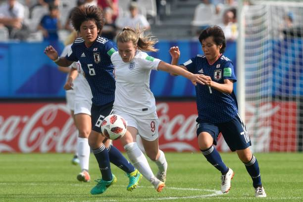 England's midfielder Lauren Hemp (C) vies with Japan's Hana Takahashi (L) and Japan's midfielder Honoka Hayashi during the Women's U20 World Cup semi-final football match between England and Japan in La Rabine stadium in Vannes, western France on August 20, 2018. (Photo by FRED TANNEAU / AFP)
