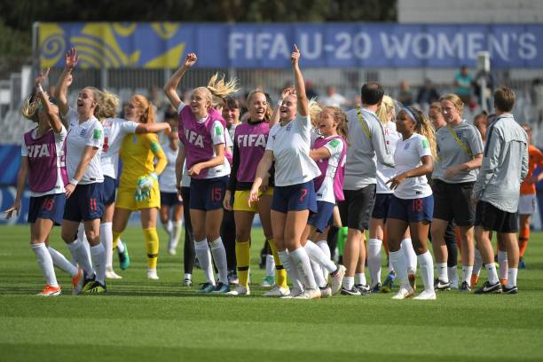 England's players celebrate after winning the Women's World Cup U20 quarter final football match between England and Netherlands on August 17, 2018, at the La Rabine Stadium in Vannes, western France. (Photo by LOIC VENANCE / AFP)
