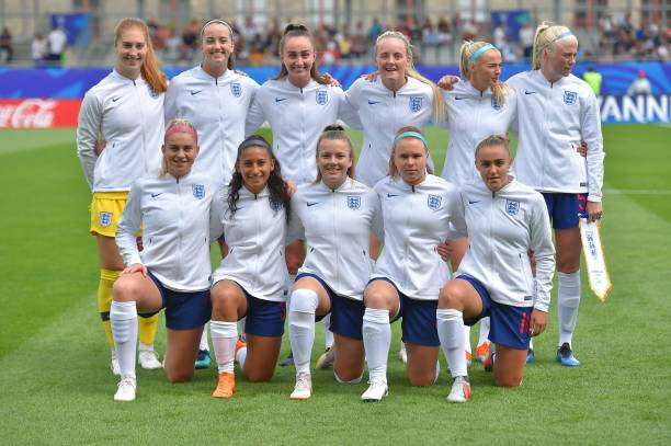 England's players pose prior to the Women's World Cup U20 quarter final football match between England and Netherlands on August 17, 2018, at the La Rabine Stadium in Vannes, western France. (Photo by LOIC VENANCE / AFP)