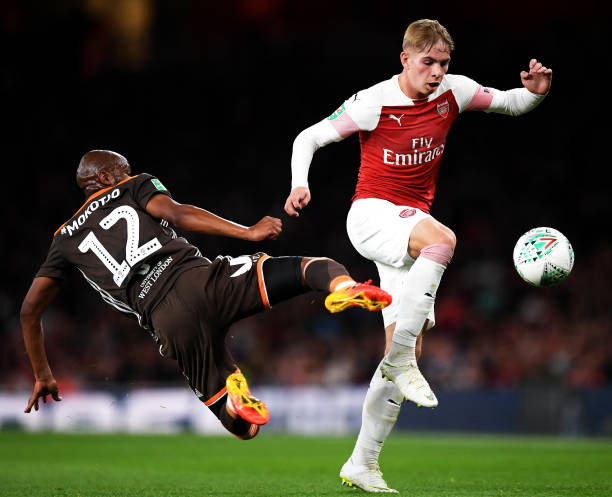 LONDON, ENGLAND - SEPTEMBER 26:  Kamo Mokotjo of Brentford battles for posession with Emile Smith-Rowe of Arsenal during the Carabao Cup Third Round match between Arsenal and Brentford at Emirates Stadium on September 26, 2018 in London, England.  (Photo by Shaun Botterill/Getty Images)