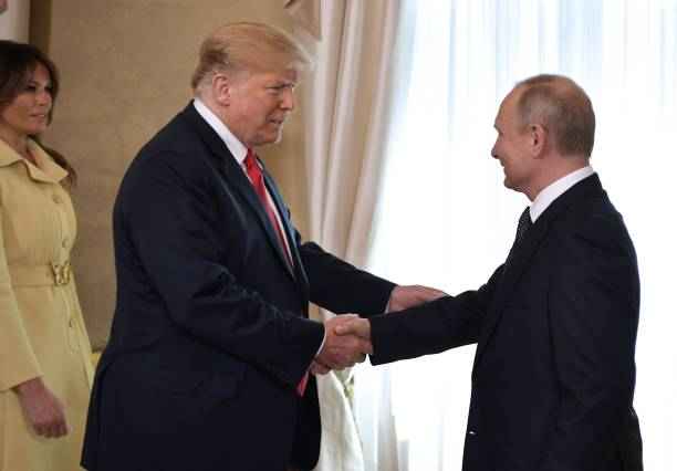 US President Donald Trump (C) shakes hands with Russia's President Vladimir Putin next to US First Lady Melania Trump (L) ahead a meeting in Helsinki, on July 16, 2018. - The US and Russian leaders opened an historic summit in Helsinki, with Donald Trump promising an 'extraordinary relationship' and Vladimir Putin saying it was high time to thrash out disputes around the world. (Photo by Alexey NIKOLSKY / Sputnik / AFP)