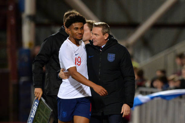 GLASGOW, SCOTLAND - OCTOBER 16: Reiss Nelson of England U21 and Aidy Boothroyd, Manager of England U21 speak as Reiss Nelson is substituted off during the 2019 UEFA European Under-21 Championship Qualifier match between Scotland U21 and England U21 at Tynecastle Stadium on October 16, 2018 in Glasgow, Scotland. (Photo by Mark Runnacles/Getty Images)