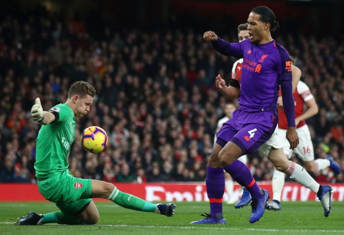 LONDON, ENGLAND - NOVEMBER 03: Virgil van Dijk of Liverpool shoots as Bernd Leno of Arsenal makes a save during the Premier League match between Arsenal FC and Liverpool FC at Emirates Stadium on November 3, 2018 in London, United Kingdom. (Photo by Julian Finney/Getty Images)