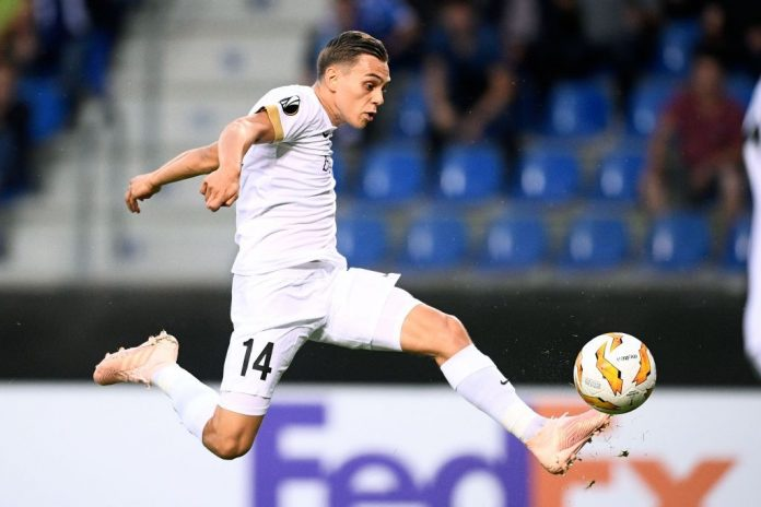 Genk's Leandro Trossard kicks the ball and scores a goal during the UEFA Europa League Group I first-leg football match between KRC Genk and Malmo FF on September 20, 2018, in Genk. (Photo by YORICK JANSENS / Belga / AFP / Getty Images)