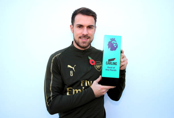ST ALBANS, ENGLAND - NOVEMBER 09: Arron Ramsey is presented with his Carling Goal of the Month Award for October at London Colney on November 9, 2018 in St Albans, England. (Photo by Marc Atkins/Getty Images)