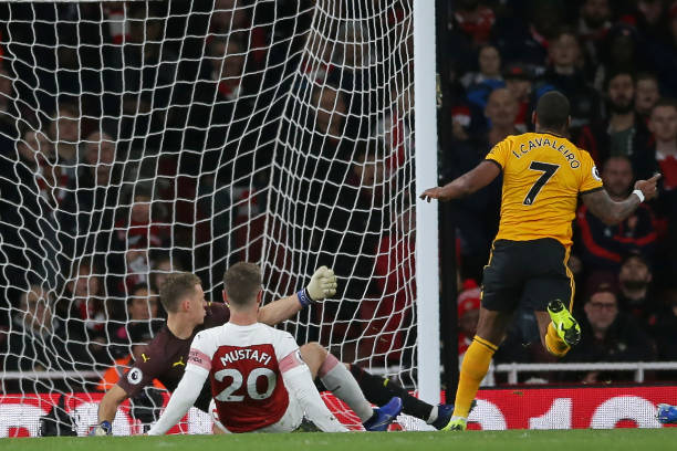 Wolverhampton Wanderers' Portuguese midfielder Ivan Cavaleiro (R) starts to celebrate after scoring the opening goal of the English Premier League football match between Arsenal and Wolverhampton Wanderers at the Emirates Stadium in London on November 11, 2018. (Photo by Daniel LEAL-OLIVAS / AFP)