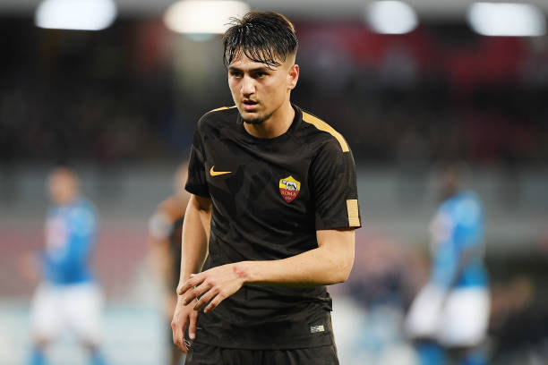 NAPLES, ITALY - MARCH 03: Cengiz Under of AS Roma in action during the serie A match between SSC Napoli and AS Roma - Serie A at Stadio San Paolo on March 3, 2018 in Naples, Italy. (Photo by Francesco Pecoraro/Getty Images)