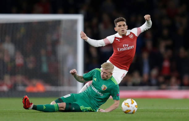 LONDON, ENGLAND - SEPTEMBER 20: Lucas Torreira of Arsenal is fouled by Vladyslav Kulach of Vorskla Poltava during the UEFA Europa League Group E match between Arsenal and Vorskla Poltava at Emirates Stadium on September 20, 2018 in London, United Kingdom. (Photo by Henry Browne/Getty Images)