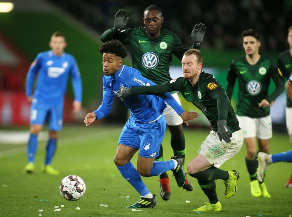 WOLFSBURG, GERMANY - DECEMBER 08: Reiss Nelson of Hoffenheim (L) fights for the ball with Maximilian Arnold of Wolfsburg during the Bundesliga match between VfL Wolfsburg and TSG 1899 Hoffenheim at Volkswagen Arena on December 8, 2018 in Wolfsburg, Germany. (Photo by Selim Sudheimer/Bongarts/Getty Images)