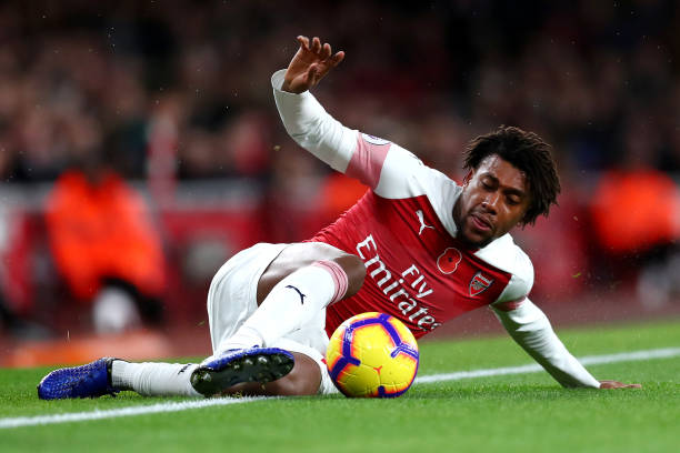 LONDON, ENGLAND - NOVEMBER 11: Alex Iwobi of Arsenal keeps the ball in during the Premier League match between Arsenal FC and Wolverhampton Wanderers at Emirates Stadium on November 11, 2018 in London, United Kingdom. (Photo by Clive Rose/Getty Images)