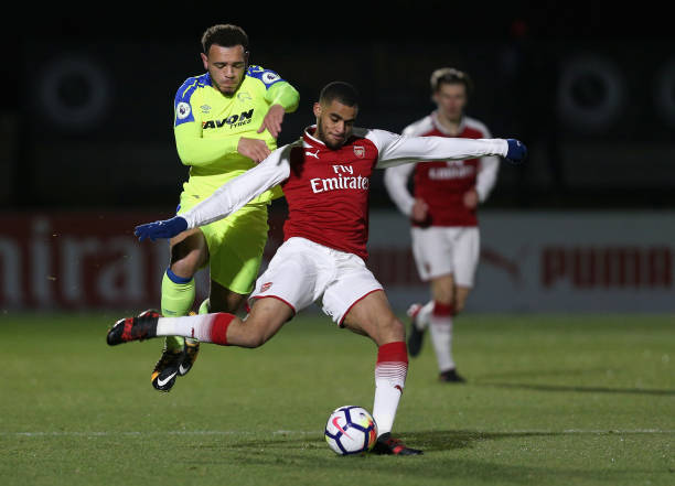 BOREHAMWOOD, ENGLAND - DECEMBER 15: Yassin Fortune of Arsenal shoots as Mason Bennett of Derby puts his under pressure during the Premier League 2 match between Arsenal and Derby County at Meadow Park on December 15, 2017 in Borehamwood, England. (Photo by James Chance/Getty Images)