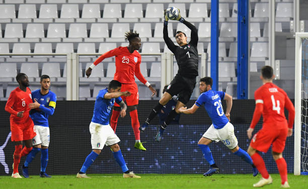 FERRARA, ITALY - NOVEMBER 15: Mulyadi Emil Audero of Italy U21 jump for the ball during the International friendly match between Italy U21 and England U21 on November 15, 2018 in Ferrara, Italy. (Photo by Alessandro Sabattini/Getty Images)