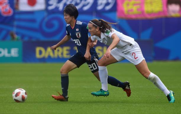 England's defender Anna Patten (R) vies with Japan's midfielder Jun Endo during the Women's U20 World Cup semi-final football match between England and Japan in La Rabine stadium in Vannes, western France on August 20, 2018. (Photo by FRED TANNEAU / AFP)