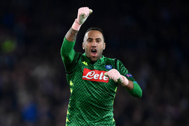 PARIS, FRANCE - OCTOBER 24: David Ospina of Napoli celebrates his sides second goal during the Group C match of the UEFA Champions League between Paris Saint-Germain and SSC Napoli at Parc des Princes on October 24, 2018 in Paris, France. (Photo by Justin Setterfield/Getty Images)
