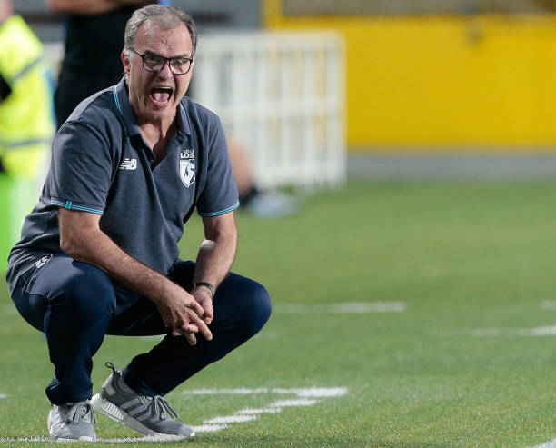 BERGAMO, ITALY - JULY 26: LOSC Lille coach Marcelo Bielsa shouts to his players during the pre-season friendly match between Atalanta BC and LOSC Lille at Stadio Atleti Azzurri d'Italia on July 26, 2017 in Bergamo, Italy. (Photo by Emilio Andreoli/Getty Images)