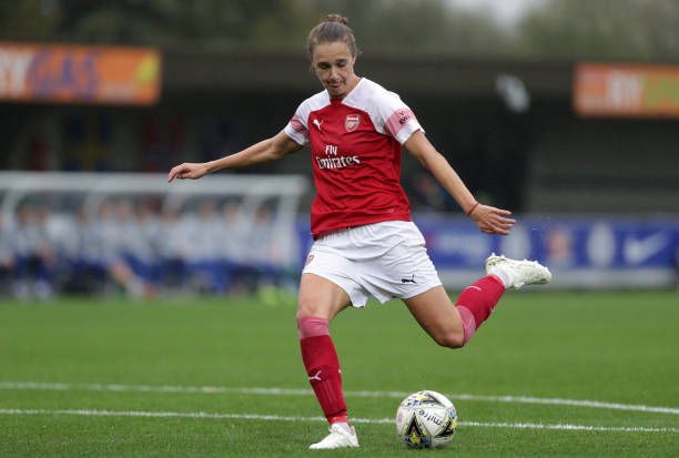 KINGSTON UPON THAMES, ENGLAND - OCTOBER 14: Vivianne Miedema of Arsenal shoots and scores her team's second goal during the FA WSL match between Chelsea Women and Arsenal at The Cherry Red Records Stadium on October 14, 2018 in Kingston upon Thames, England. (Photo by Kate McShane/Getty Images)