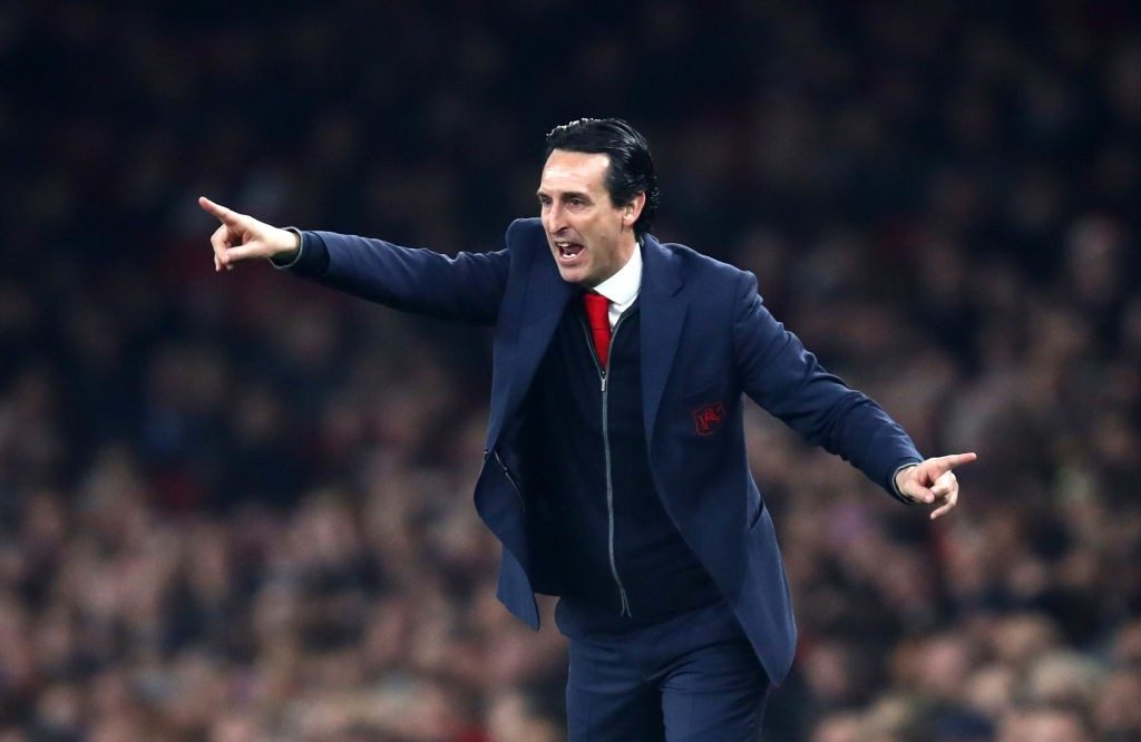 LONDON, ENGLAND - FEBRUARY 27: Unai Emery, Manager of Arsenal gives his team instructions during the Premier League match between Arsenal FC and AFC Bournemouth at Emirates Stadium on February 27, 2019 in London, United Kingdom. (Photo by Julian Finney/Getty Images)