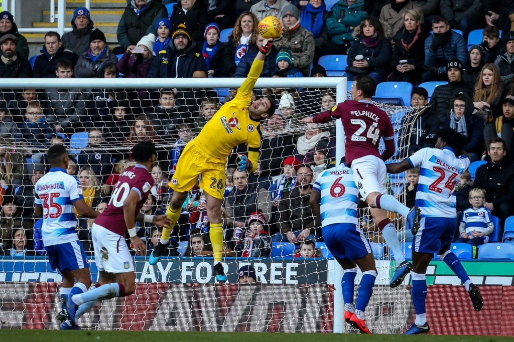 Emi Martinez makes save for Reading against Aston Villa (Photo via Twitter / EmiMartinezz1)