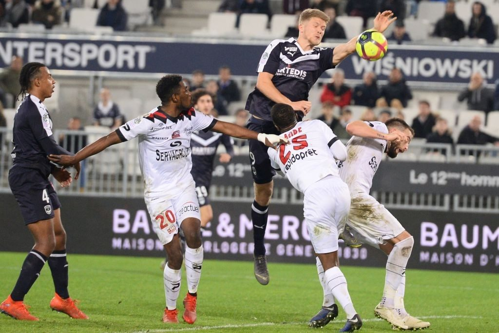 Bordeaux's Danish forward Andreas Cornelius (C-R) tries to score a goal with his hand during the French L1 football match between Girondins de Bordeaux (FCGB) and En avant de Guingamp (EAG) on February 20, 2019 at the Matmut Atlantique stadium in Bordeaux, southwestern France. (Photo by NICOLAS TUCAT / AFP / Getty Images)