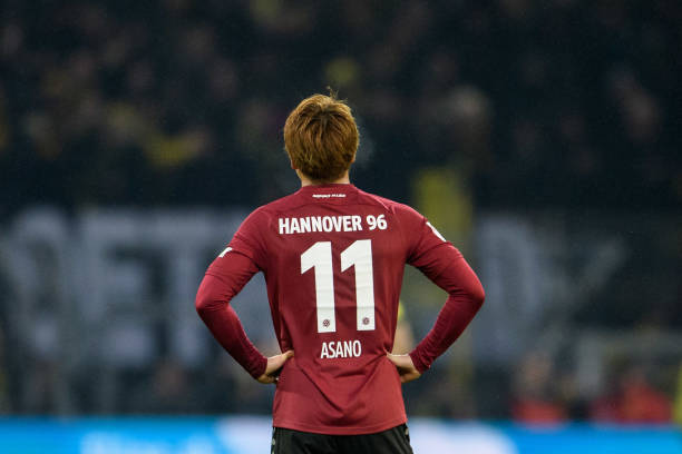 DORTMUND, GERMANY - JANUARY 26: Takuma Asano of Hannover seen from the back during the Bundesliga match between Borussia Dortmund and Hannover 96 at the Signal Iduna Park on January 26, 2019 in Dortmund, Germany. (Photo by Jörg Schüler/Getty Images)
